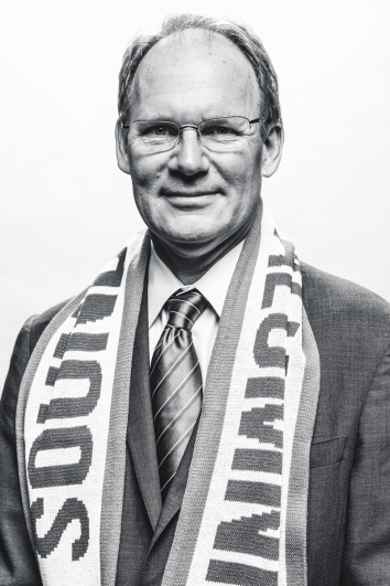 schmetzer-with-scarf-black-white