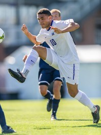 University of Washington men's soccer team defeats Pennsylvania 3-1 at Husky Soccer Stadium on September 14, 2014. (Photo by Wilson Tsoi)